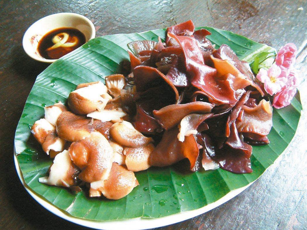 涼拌段木香菇、黑木耳。 記者翁浩然/攝影