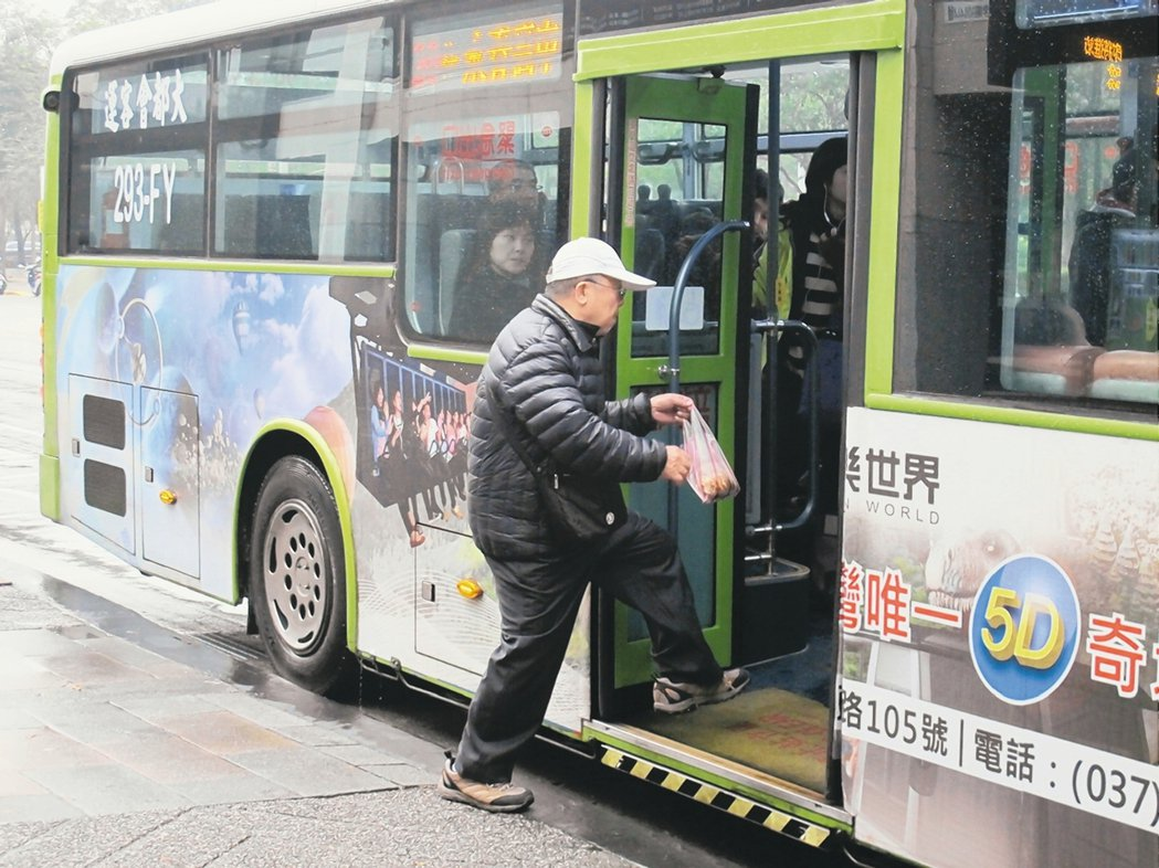 台北市公車收費擬改成里程計費,規畫107年上路。 圖/報系資料照