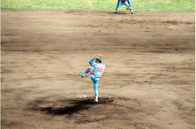 當年背號還是30號的郭源治在仙台球場主投。 圖/取自rakuten.co.jp