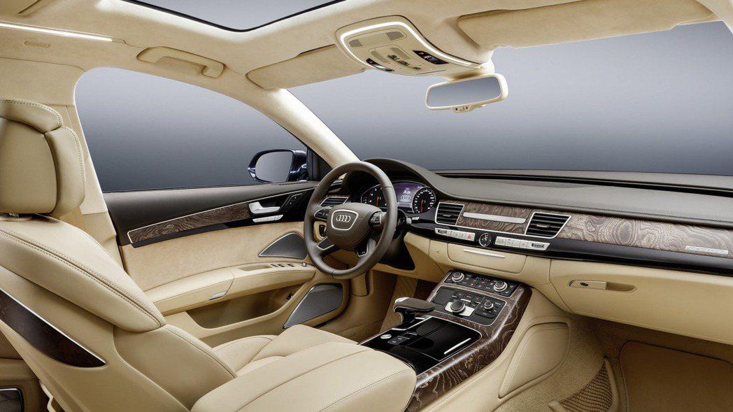 內裝將以一般版本的格局進行改造,加入更多豪華元素。 摘自Audi