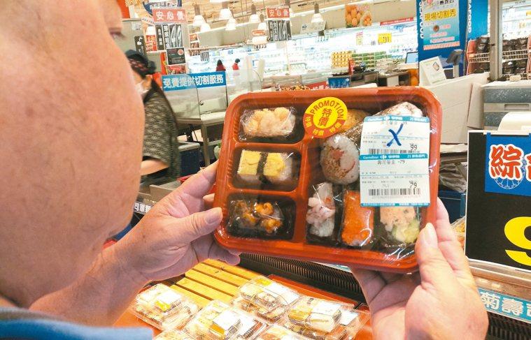 環保署日前舉行跨部會會議,擬定剩食管理方式。衛福部將輔導賣場、超市業者設立「即期...