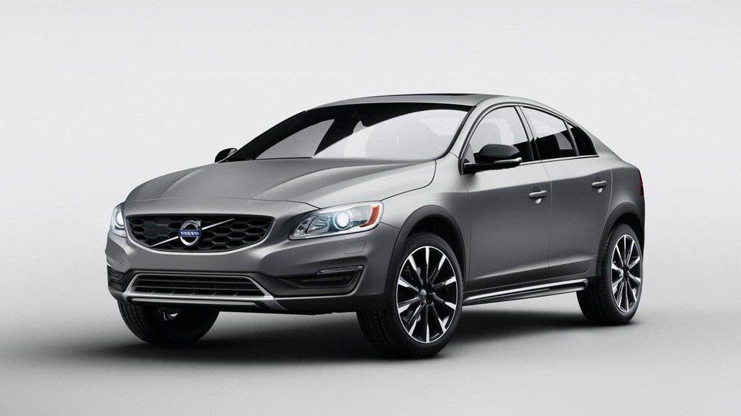 來自瑞典品牌的Volvo旗下車型S60 Cross Country也是一款跨界車...