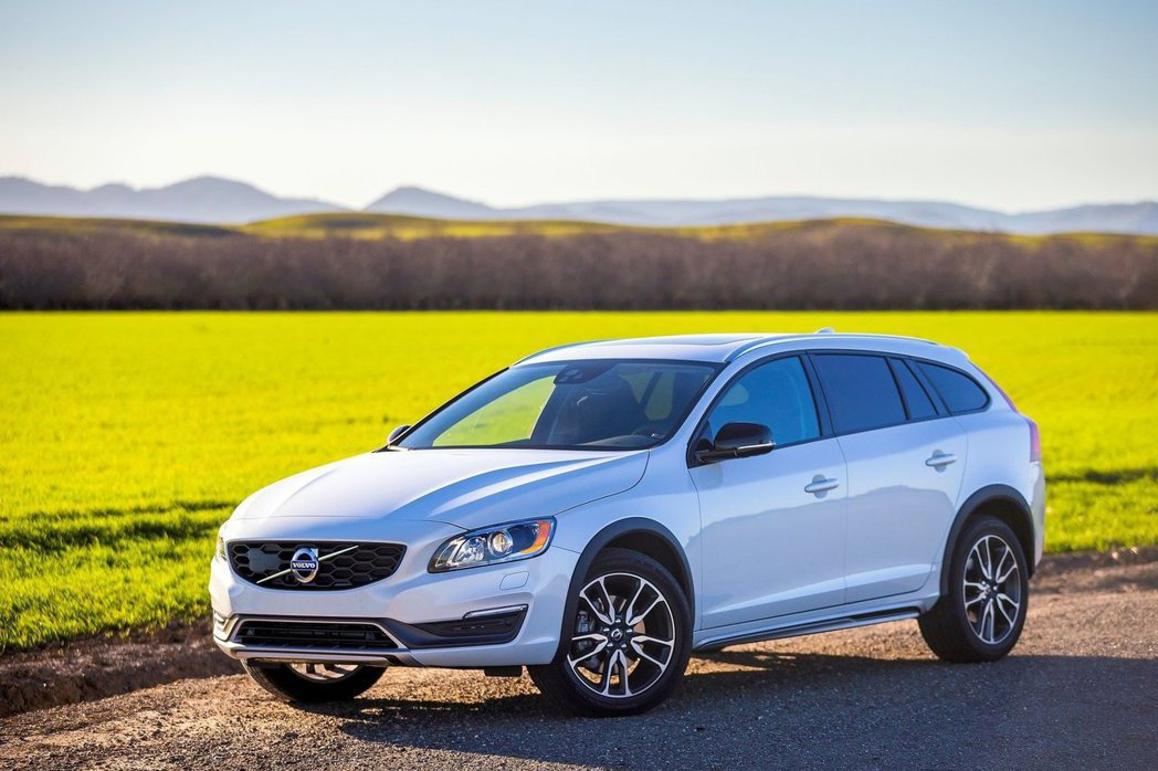 V60 Cross Country以V60旅行車為基礎進行打造,較符合消費者需求...