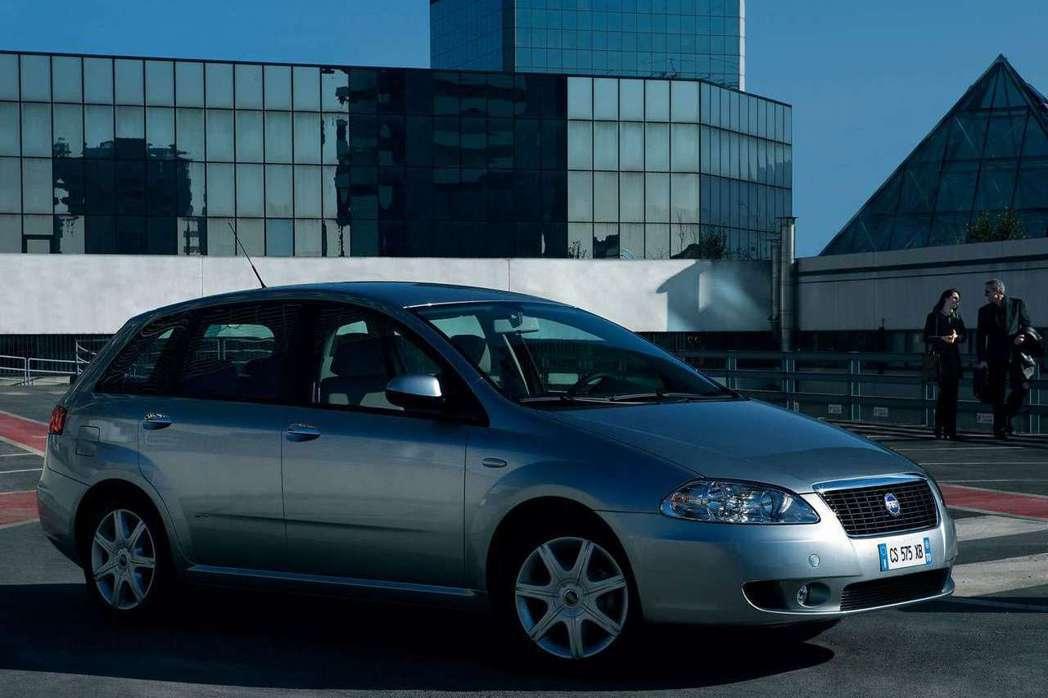 Fait也曾推出失敗的跨界車型Croma,外型以MPV結合旅行車意圖吸引消費者目...
