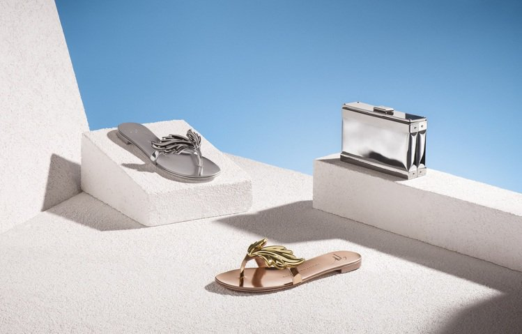 Giuseppe Zanotti Design 2016春夏平底涼鞋推出奢華款。...