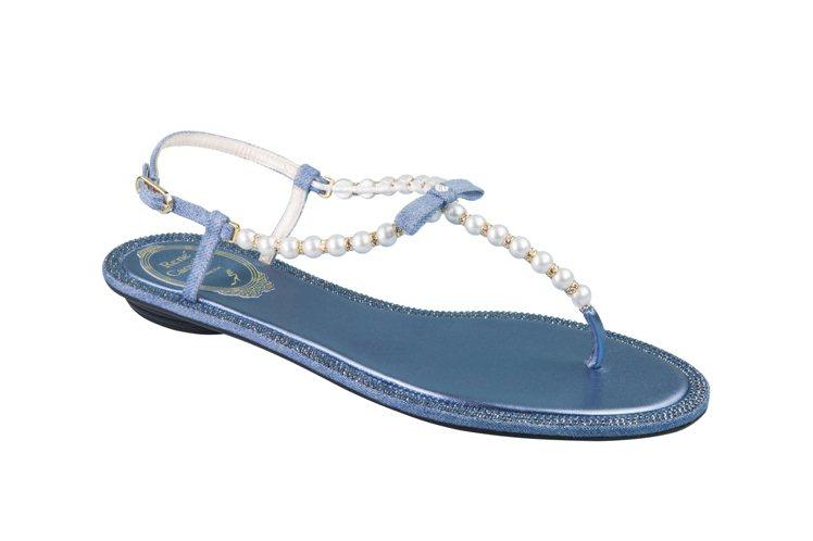 丹寧珍珠T字平底涼鞋,售價37,000元。圖/RENE CAOVILLA提供