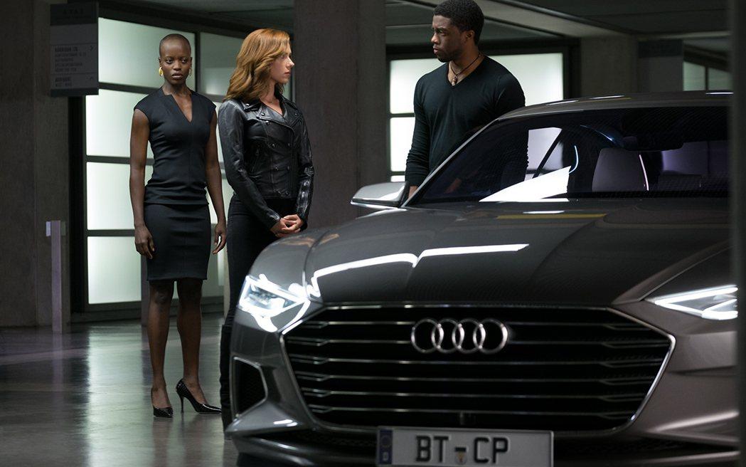 美國隊長3:英雄內戰裡,不時就可以看到Audi車款的身影。 摘自motortre...