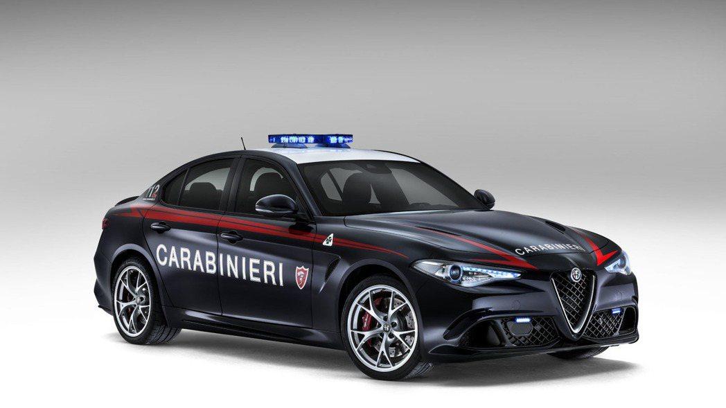 來自義大利警方的全新警車─Giulia Quadrifoglio Verde,也...