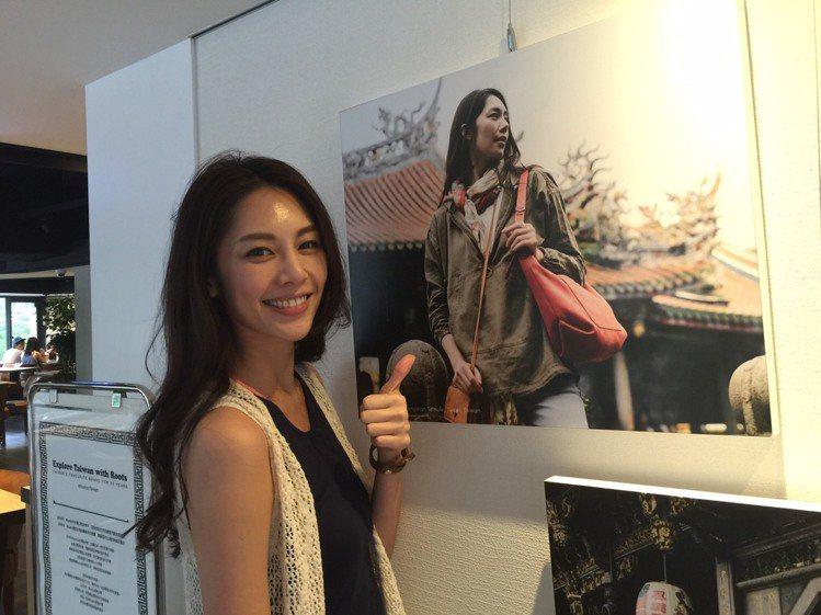 名模廖奕璇拍攝「Roots Loves Taiwan」形象照,在加拿大也看得到。...