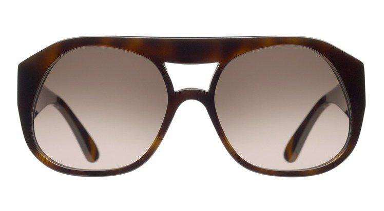 Maskaviator系列眼鏡推出招牌的醋酸纖維粗框換上新款式,同樣線條獨特。。...