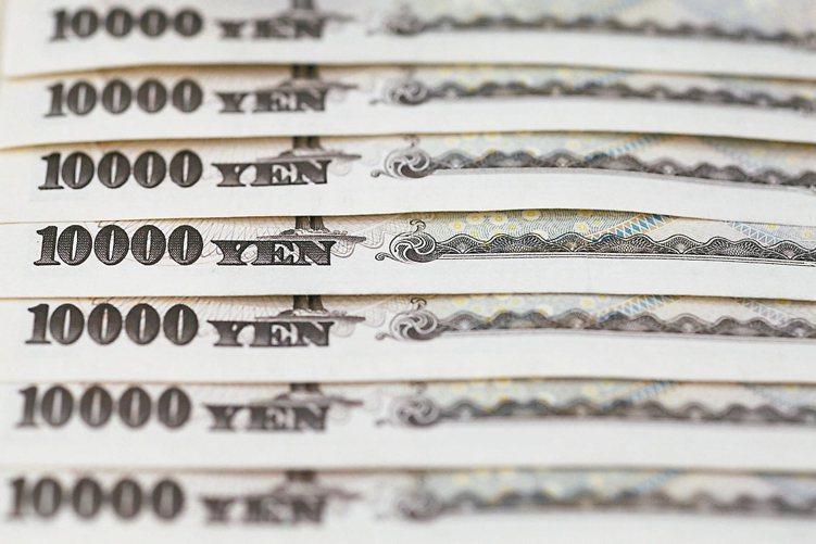 財相麻生太郎表態準備進場,日圓兌美元9日跌破108日圓關卡。 路透