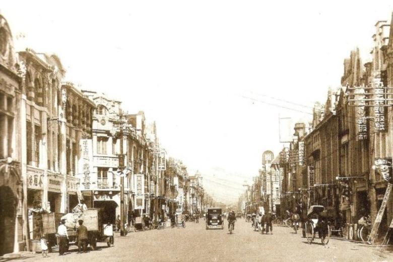 現在的重慶南路,日治時期名為本町通,清代街名則為府前街。 圖擷自Tony的自然人文旅記