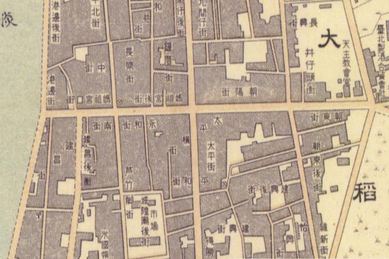 「台北市街圖」製於1914年,從中可見艋舺、大稻埕與城內帶有豐富文化的路名。 圖擷自臺北市歷史百年地圖