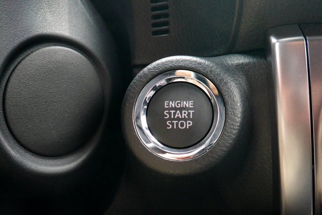高階車款配備有引擎啟動鈕。 記者陳威任/攝影