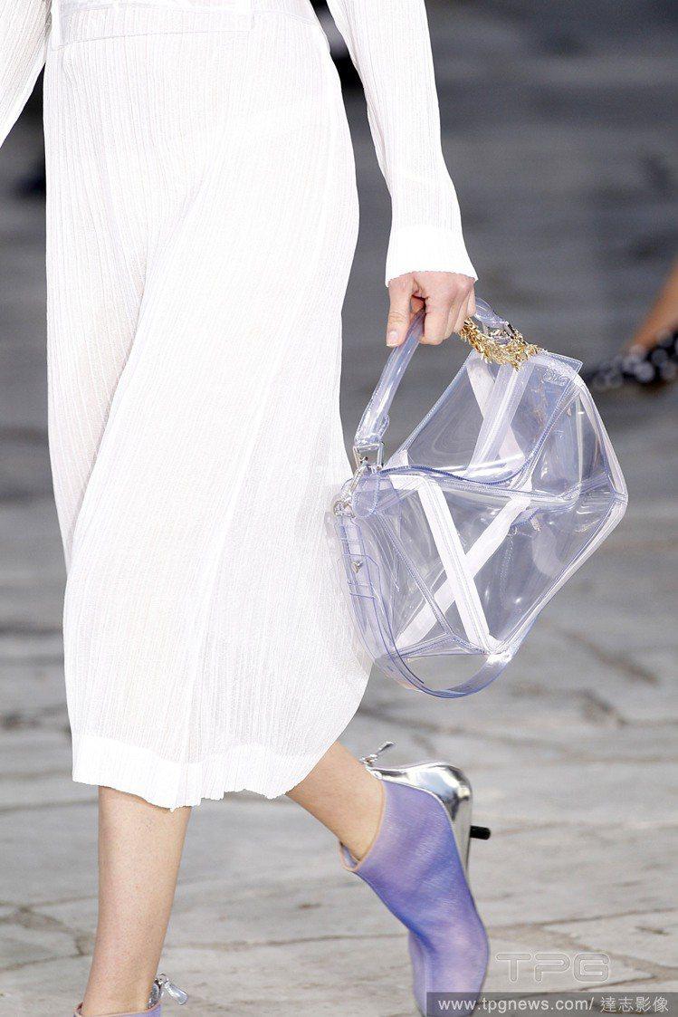 Loewe春夏透明包。圖/達志影像