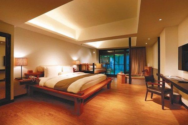河谷風呂客房同時擁有專屬的室內及室外泡湯池。 記者陳威任/攝影