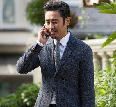 吳秀波飾演洛杉磯房地產經紀人。圖/華映提供