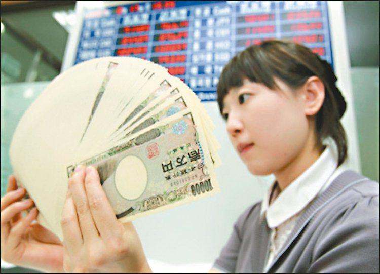 日圓升勢依然壯,專家建議投資日股選股不選市。 本報系資料庫