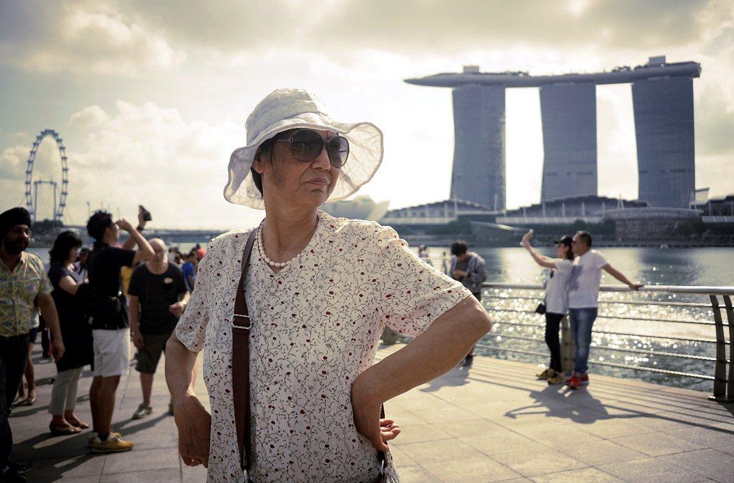 一般新加坡人並不買單政府對「市井小民-國際公民」的建構,也不認為「國際公民」有如...