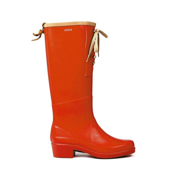 AIGLE的雨靴加入蝴蝶結、綁帶等時尚元素,5,800元。 圖/業者提供
