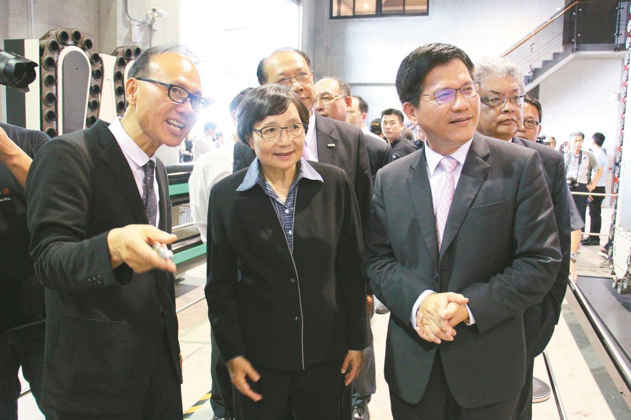 剛接任台灣觀光協會會長的前總統府祕書長葉菊蘭(中)。圖/聯合報系資料照