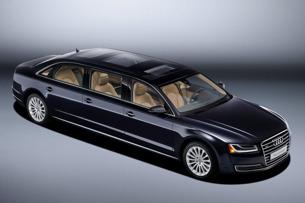 金字塔頂端的人士財力雄厚,因此許多車商紛紛推出頂級豪華車款吸引豪人目光。 摘自A...