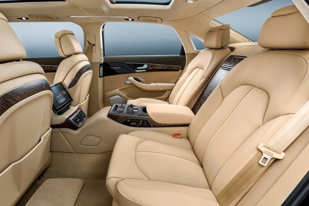 據消息指出新一代A8將採用更奢華的皮革用料與飾板材質,極力打造豪華座車。 摘自A...