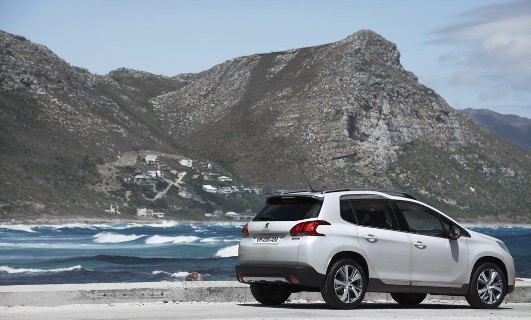 Peugeot 2008在渦輪引擎加持下,更具稅金優勢,油耗表現也更好。 圖/寶...