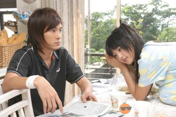林依晨(右)與鄭元暢合演的台版「惡作劇之吻」也是相當成功的改編版本。圖/八大提供