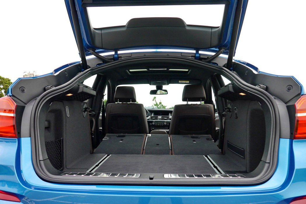 後座椅背全部傾倒後,置物空間可達1,400公升。 記者陳威任/攝影