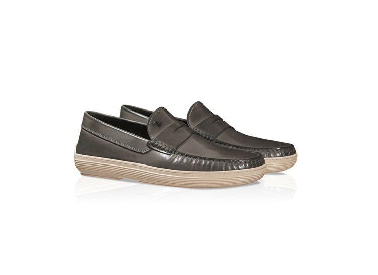 仿古牛皮帆船鞋,售價18,000元。圖/TOD'S提供