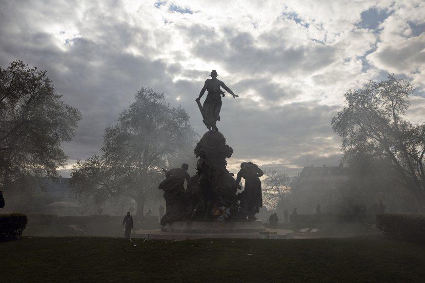 法國並沒有陷入瘋狂迷亂,對法國人而言,抗議就是一種根深蒂固潛藏人心、具歷史意義的...