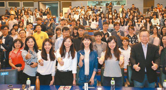 「歡迎來到『姐的世界』!」聯合報系「願景工程─青年開路論壇」在高雄第一科技大學開...