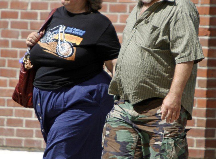 腰圍不斷發福,可能是糖尿病徵兆。(美聯社)