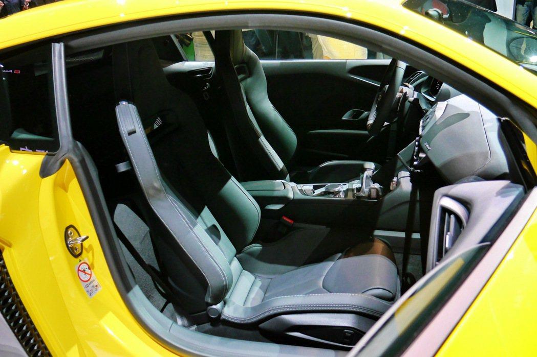 駕駛座艙採用以駕駛者導向為主的Monoposto單體式座艙。 記者陳威任/攝影