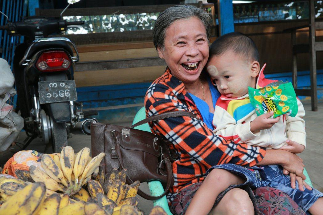 緬甸人和善知足。 記者黃義書/攝影