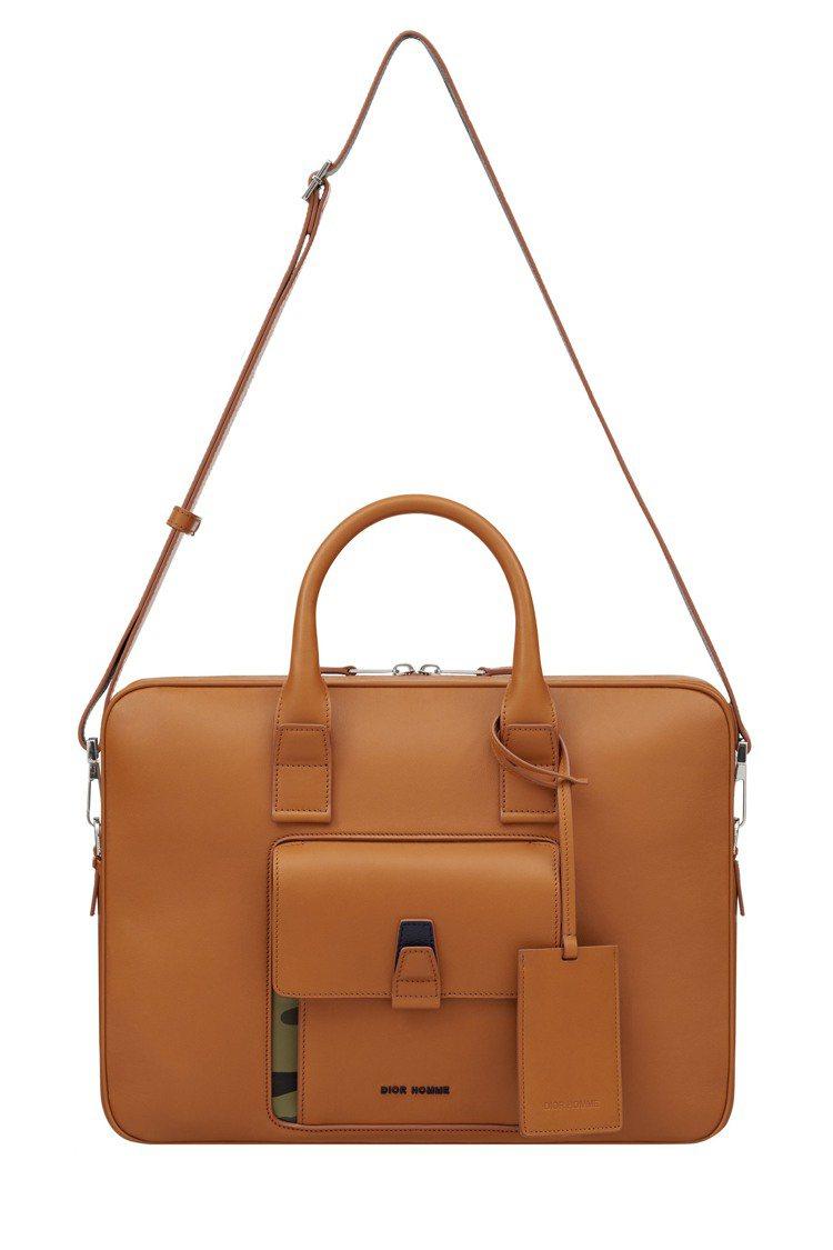 Dior Homme駝色與迷彩印花細節小牛皮公事包,12萬5,000元。圖/Di...