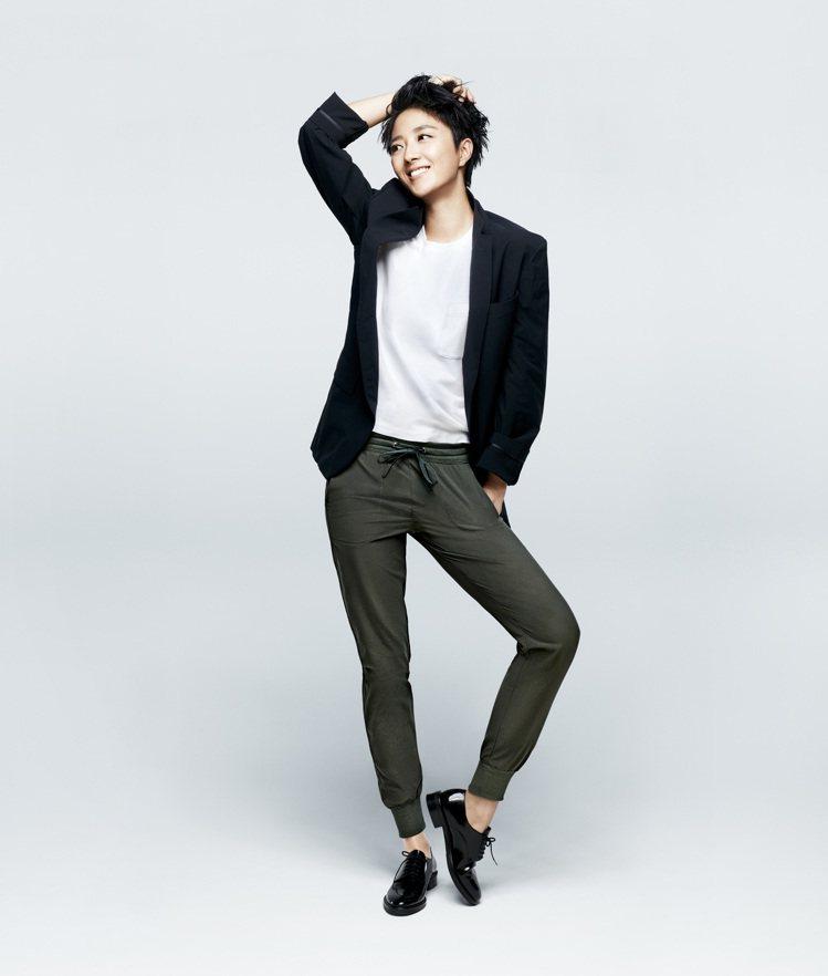 UNIQLO品牌大使桂綸鎂演繹自在束口褲形象圖。圖/UNIQLO提供