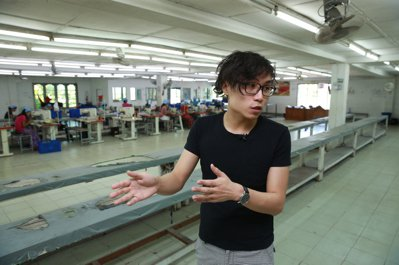 緬甸製帽廠台幹嚴子昀。 記者黃義書/攝影