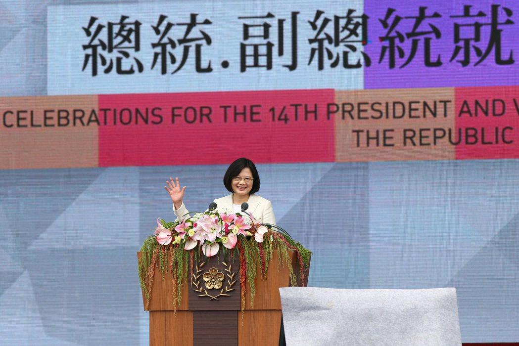 蔡英文總統出席總統府前廣場舉行的第14任總統、副總統就職慶祝大會。 報系資料照