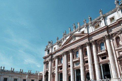 整頓羅馬城的西斯圖斯五世不僅承襲前人,更為後來的都市計畫奠定 另一個重要先例,直...