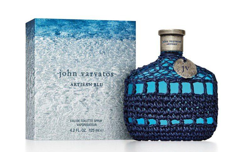 John Varvatos「工匠Blu男性淡香水」,瓶身設計靈感來自燒酒瓶,12...