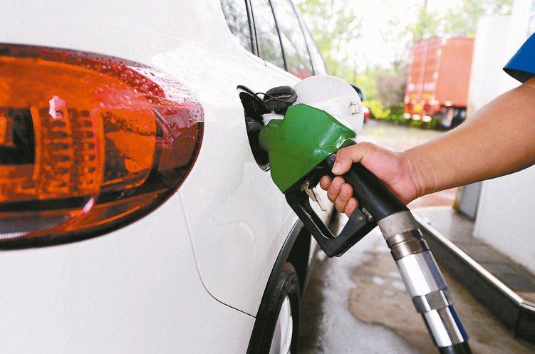 聯邦銀行搶下全國加油站發卡權。 本報系資料庫