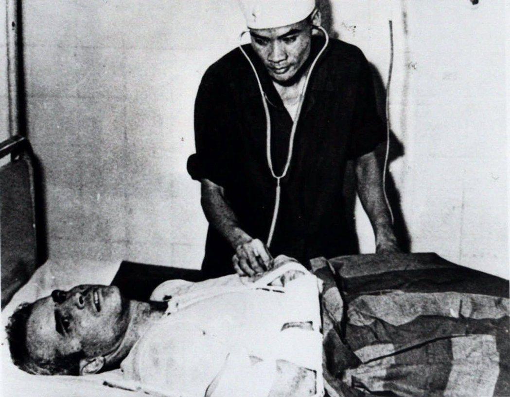 1967年被越共俘虜的馬侃。 圖/美聯社