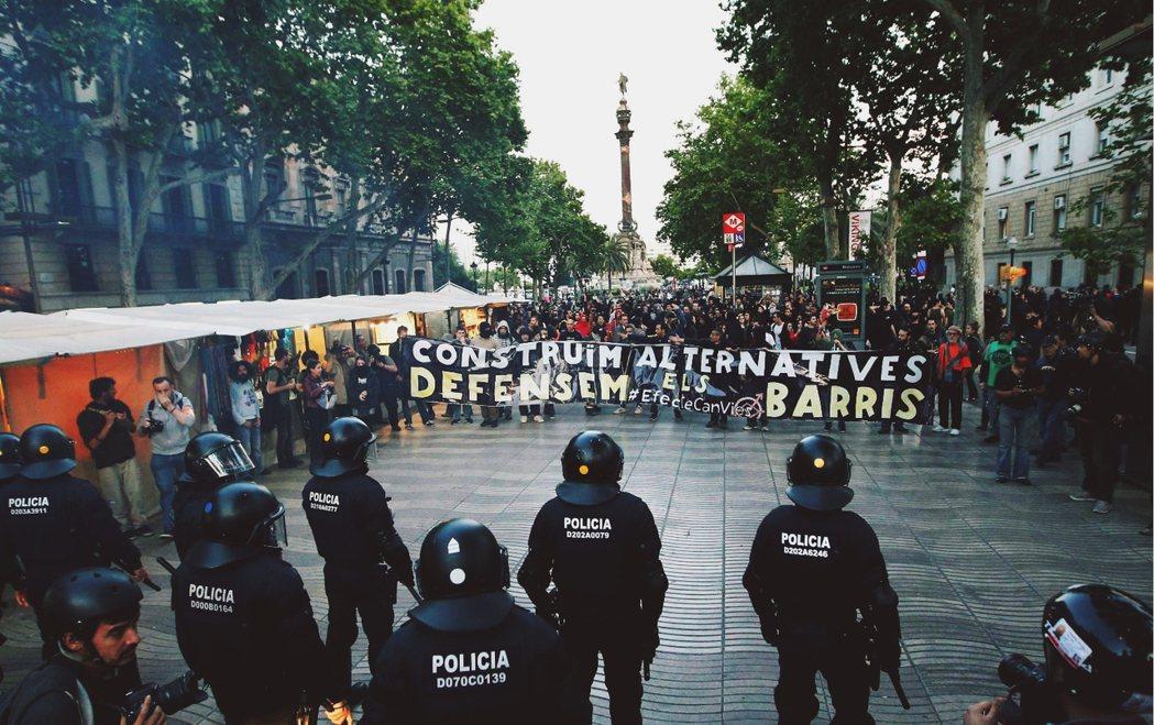 去年Can Vies社區中心的警民對峙。 圖/路透社