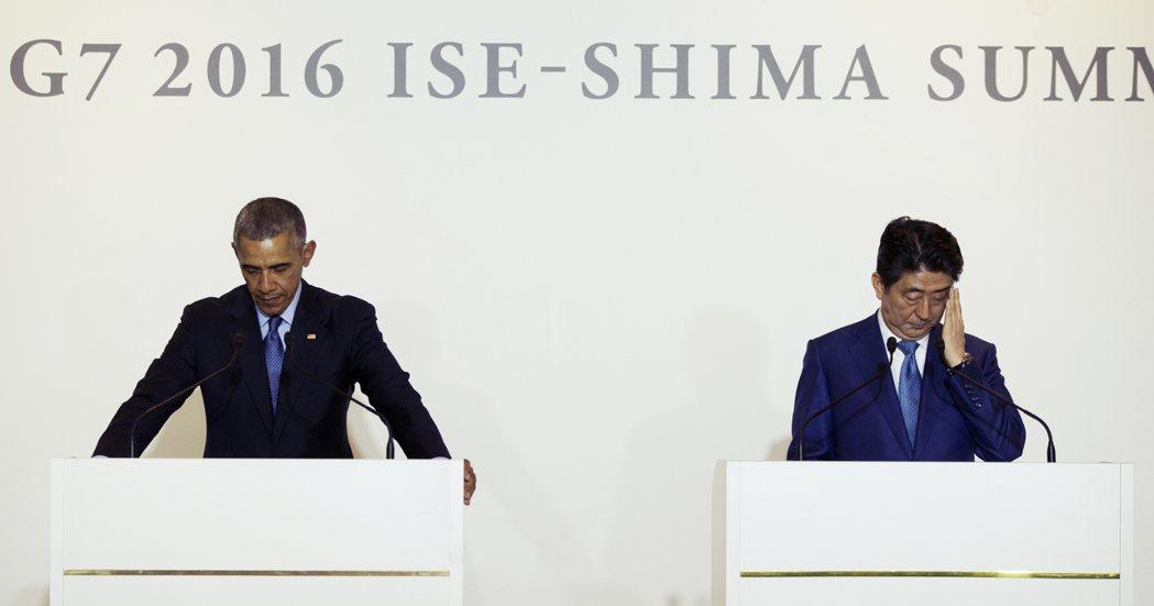 周三晚間記者會上,歐巴馬與安倍為沖繩兇殺案短暫默哀。 圖/美聯社