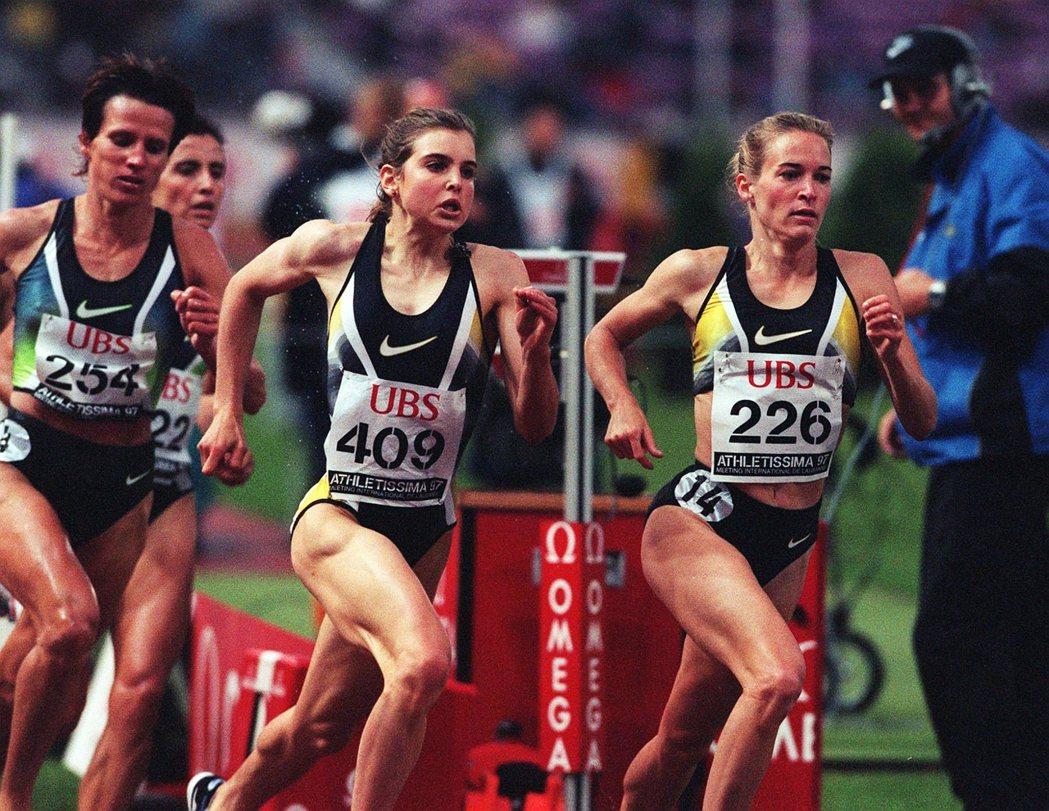 曾征戰三屆奧運的蘇西(右),是田徑場上的美國運動員代表。 圖/歐新社