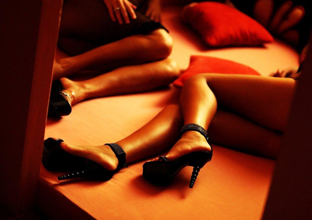 賣淫,便是一個轉了個彎的劇本內容,可以輕易地被家暴、強暴、褫奪性自主權等等劇碼取...