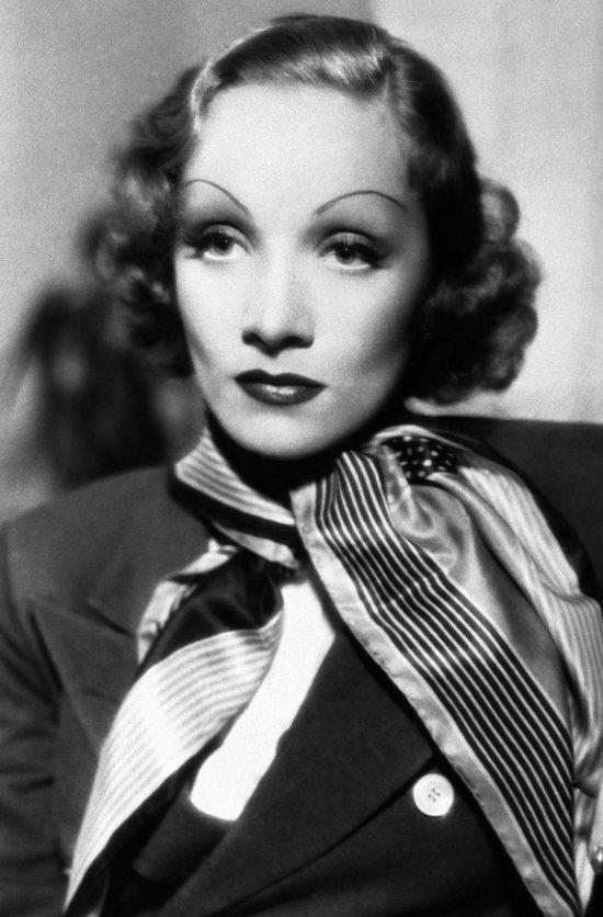 有型的眉毛是Marlene Dietrich的一大特色,她將眉毛都剃掉後再用眉筆...