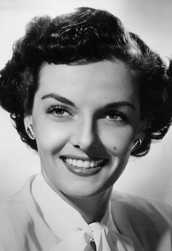 Jane Russell的美麗秘密就是她總會將她的唇色和指甲顔色搭配起來。圖文:...